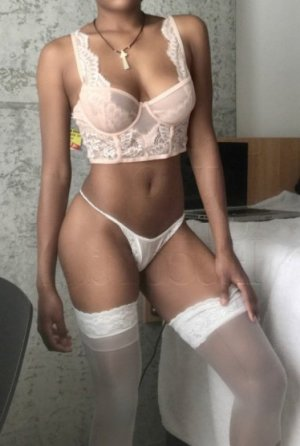 Manthita escort