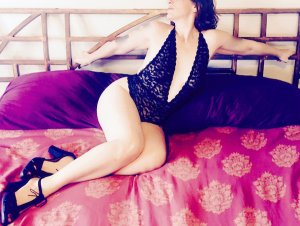 Anne-pauline escort girl